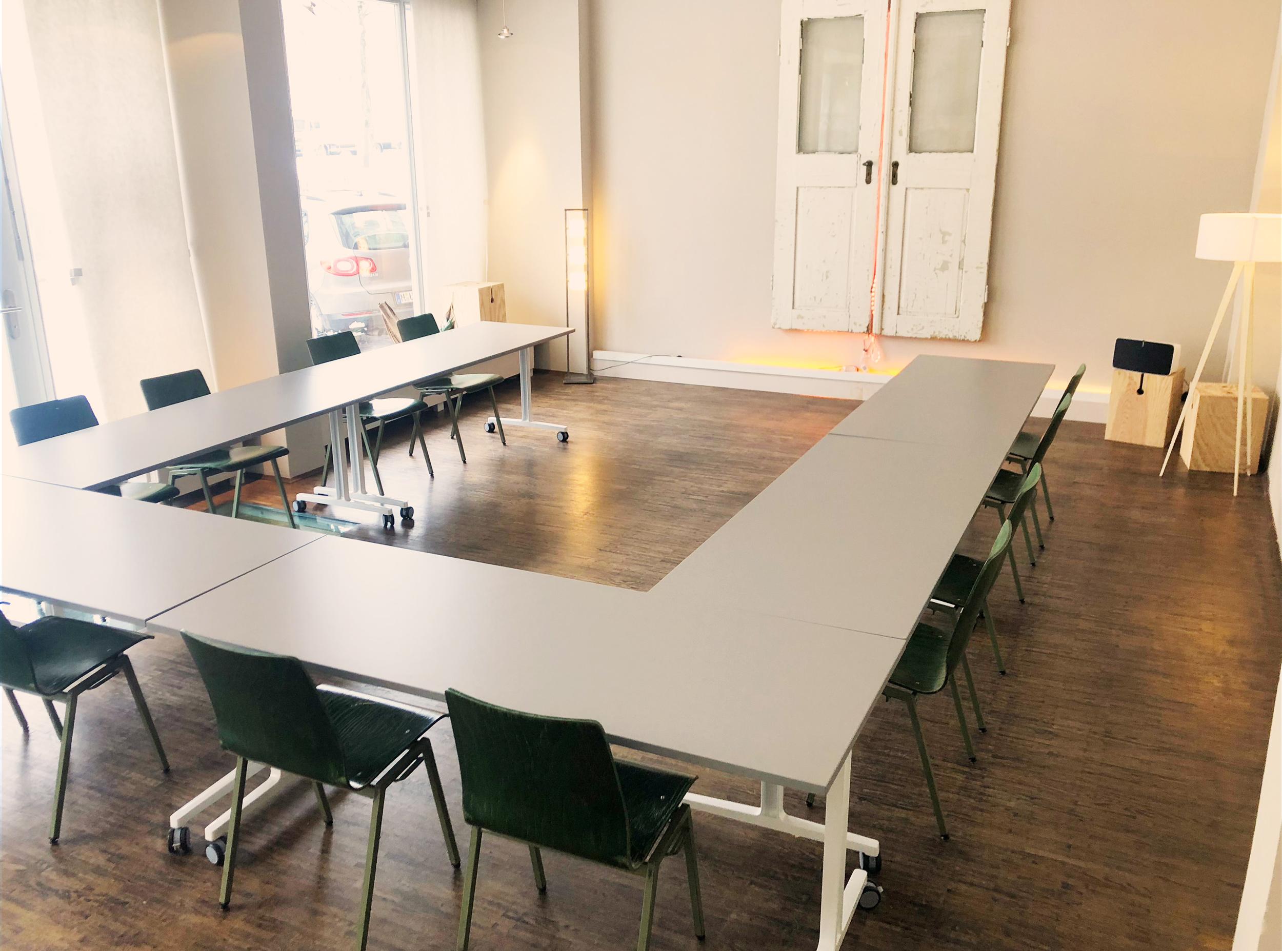 Seminarräume und Tagungsräume mit U-FORM Bestuhlung